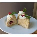 Меренговий рулет з ягодами